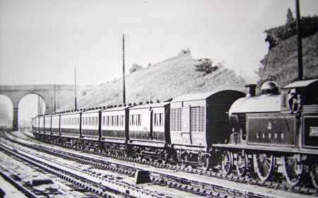 "A train consisting of mainly 30' 1"" carriages"